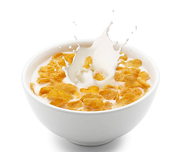 corn flakes (copos de maíz con leche splash - corn flakes fotografías e imágenes de stock