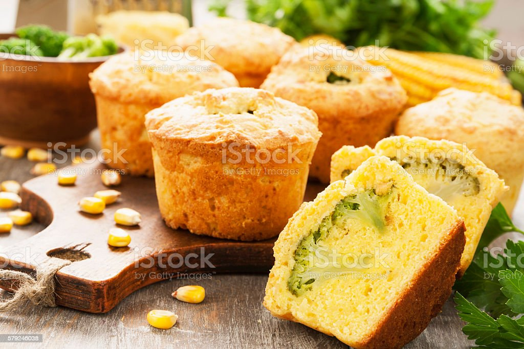 Bolinhos de milho com brócolis - foto de acervo
