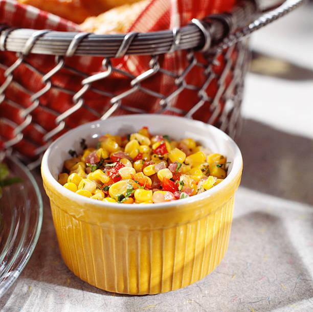 Feldsalat in gelbe Schüssel – Foto