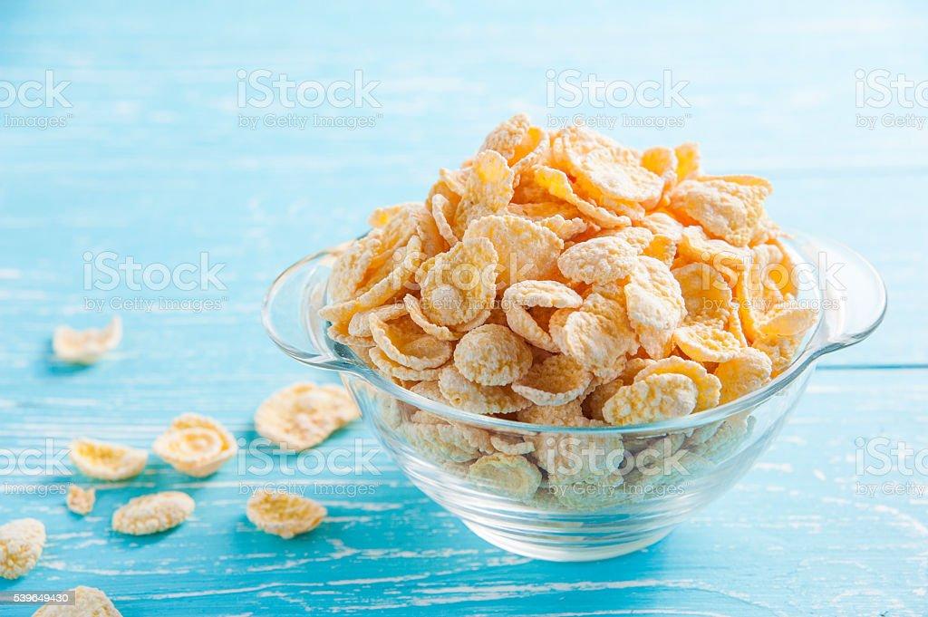 Corn kernel auf Holztisch auf morgen – Foto