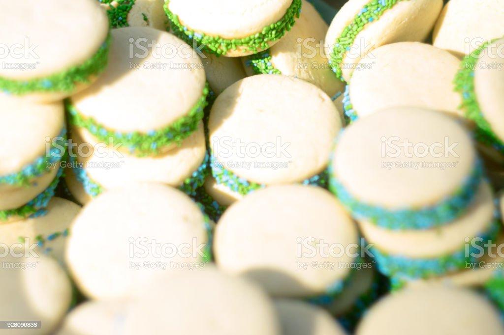 Alfajor de maicena con dulce de leche de spreashed, en español ' Alfajor de Dulce de Leche' - foto de stock
