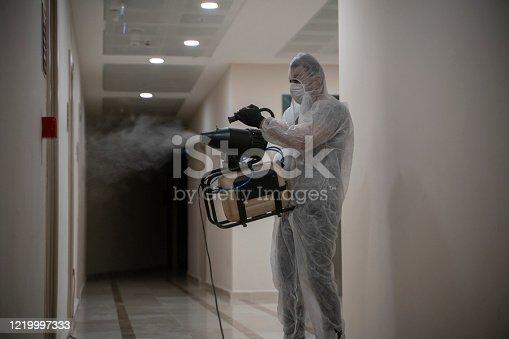Corona virüsün sebep olduğu salgında kullanılan binalarda sürekli dezenfeksiyon işlemleri yapılmakta.