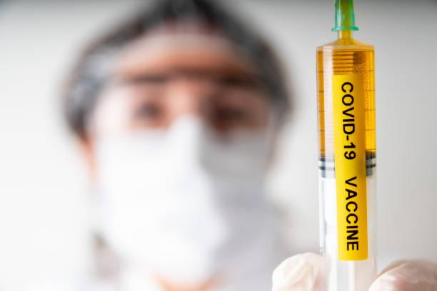 corona virus vaccine. - ricerca scientifica foto e immagini stock
