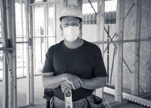 Coronavirus Ausbruch Globale wirtschaftliche Rezession. Kleinunternehmer, die vom Coronavirus-Ausbruch betroffen sind. Freiberuflicher Auftragnehmer betroffen durch COVID 19 mit Verlust von Geld, Mitarbeiter und keine Lieferungen. – Foto