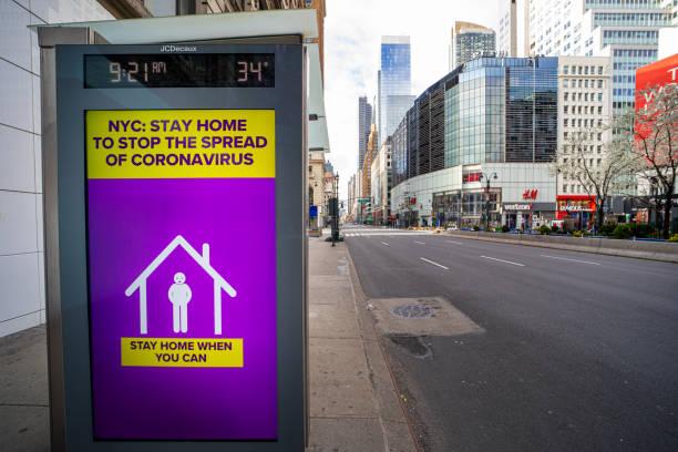 コロナウイルスの警告は、人々の自己検疫に署名します - corona newyork ストックフォトと画像