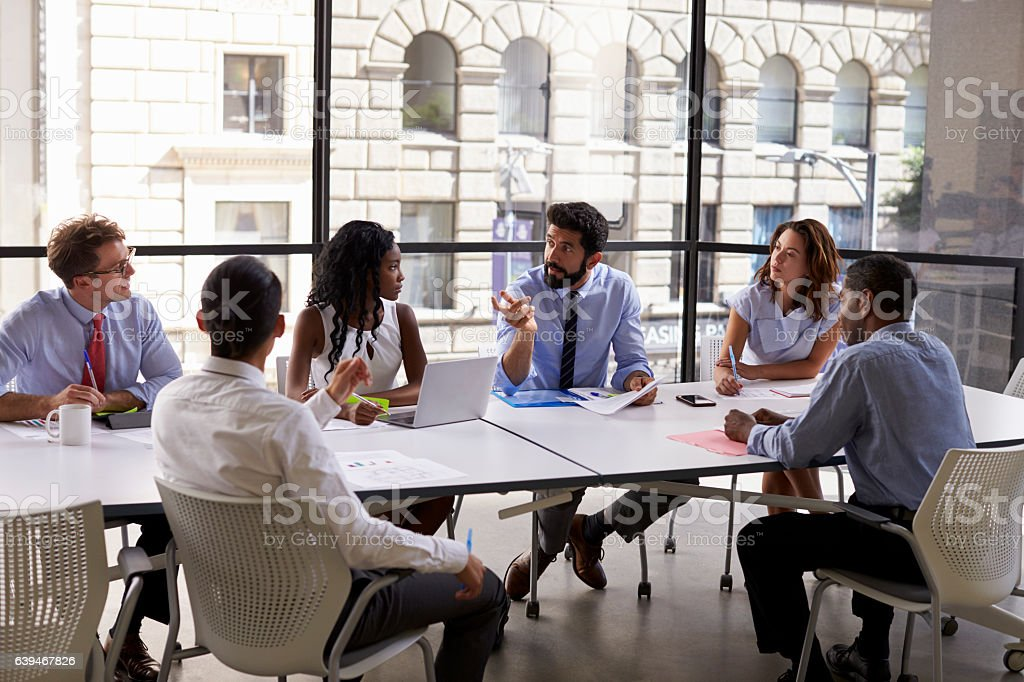 Corporate business team and manager in a meeting, close up - Foto stock royalty-free di Abbigliamento elegante