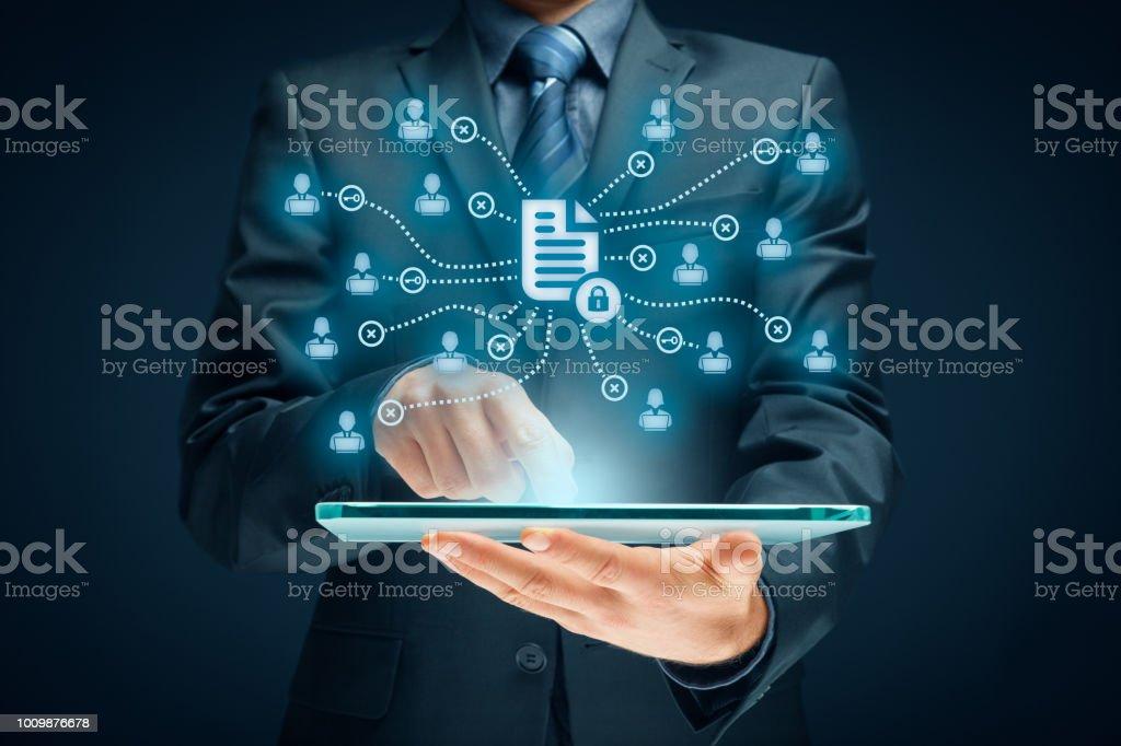 Unternehmensdaten-Management-System (DMS) und Dokument-Management-System mit Thema Datenschutzkonzept – Foto
