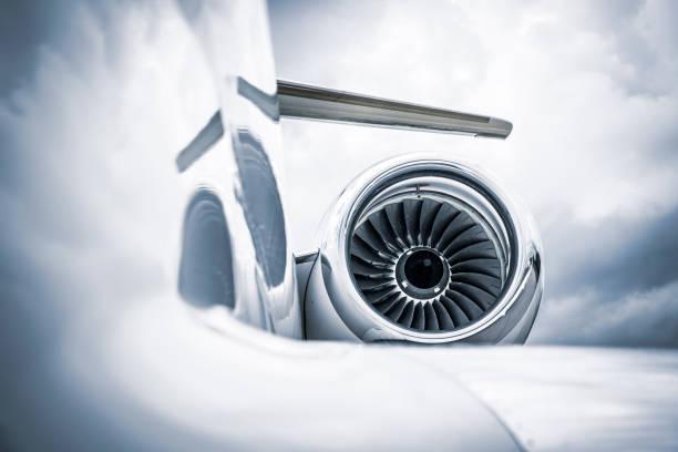corporate jet - luchtvaartindustrie stockfoto's en -beelden