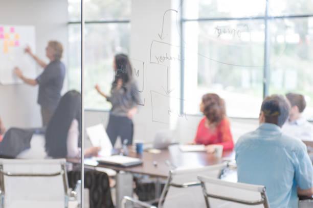 Réunion d'entreprise dans une salle de conférence - Photo