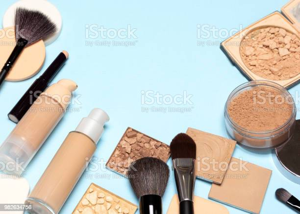 Corrective makeup products and makeup brushes with copy space picture id982634756?b=1&k=6&m=982634756&s=612x612&h=bjj7tmuxrhlbigqwzxry ba8flusl4virjtamgwaynq=