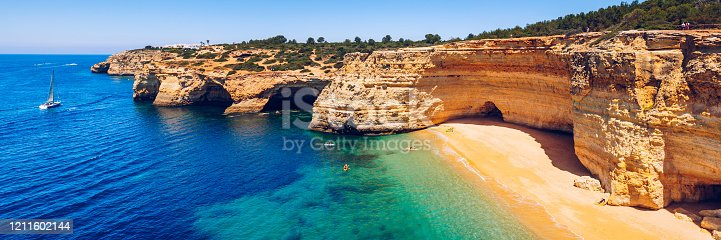 Corredoura Beach, sighted viewpoint on the trail of the Seven Suspended Valleys (Sete Vales Suspensos). Praia da Corredoura near Benagil village, District Faro, Algarve, Southern Portugal.