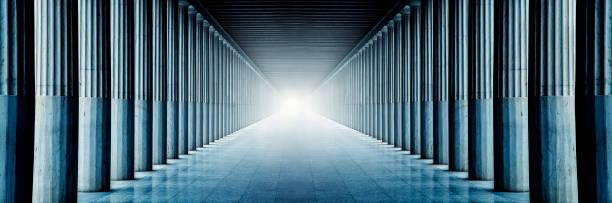 couloir de colonnes - colonne architecturale photos et images de collection