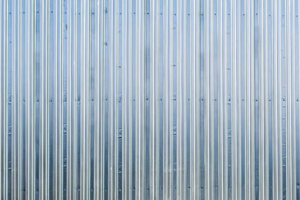wellpappe aluminium zaun textur - alu zaun stock-fotos und bilder
