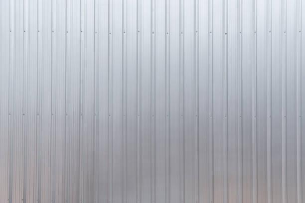 wellpappe aluminium metall textur blatthintergrund. - alu zaun stock-fotos und bilder