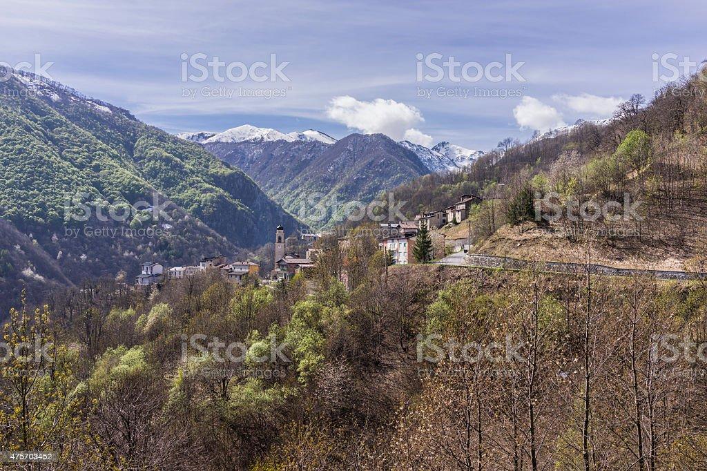 Corsaglia Valley (Piemonte, Italia).   Villaggio di Fontane in primavera - foto stock