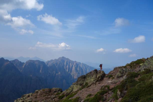 randonnée et paysage de corse - randonnée corse photos et images de collection