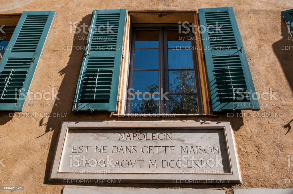Córcega: el exterior de la Maison Bonaparte en Ajaccio, monumento histórico desde 1967, ahora un Museo de la casa, es el hogar ancestral de la familia de Bonaparte y el lugar de nacimiento de Napoleón - foto de stock