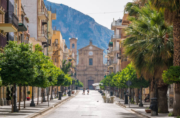 corso umberto i in bagheria, with the madrice church in the background. province of palermo, sicily, italy. - palermo città foto e immagini stock