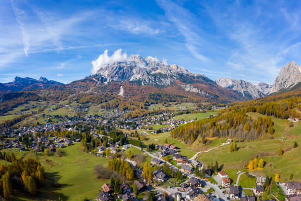 Cortina D'Ampezzo mit Pomagagnon Im Hintergrund, Dolomiten, Italien, Südtirol. – Foto