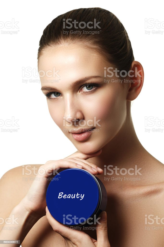 Cosmetic cream container in woman hands. Female hand with cream. foto de stock royalty-free