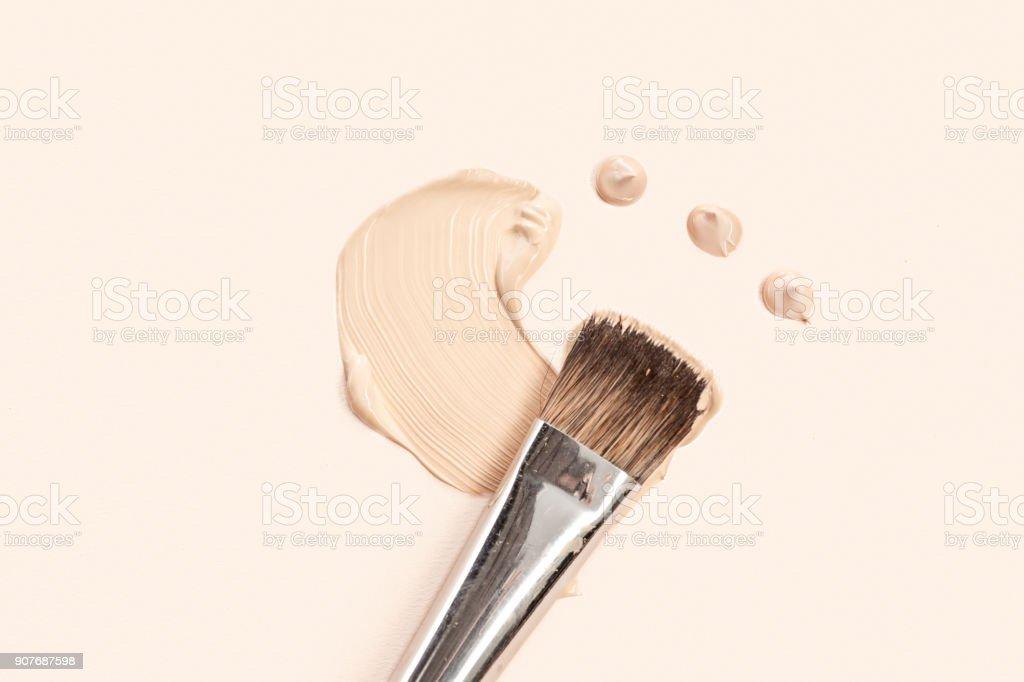 Kosmetische Basis Creme und Puder mit Pinsel – Foto