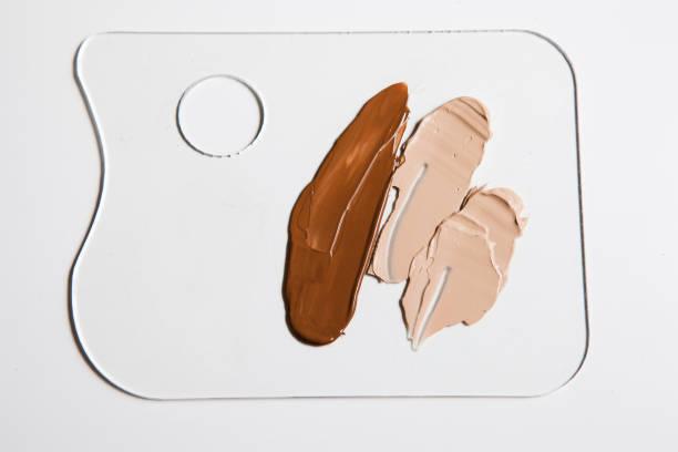 Palette de Fondation cosmétiques sur fond blanc - Photo