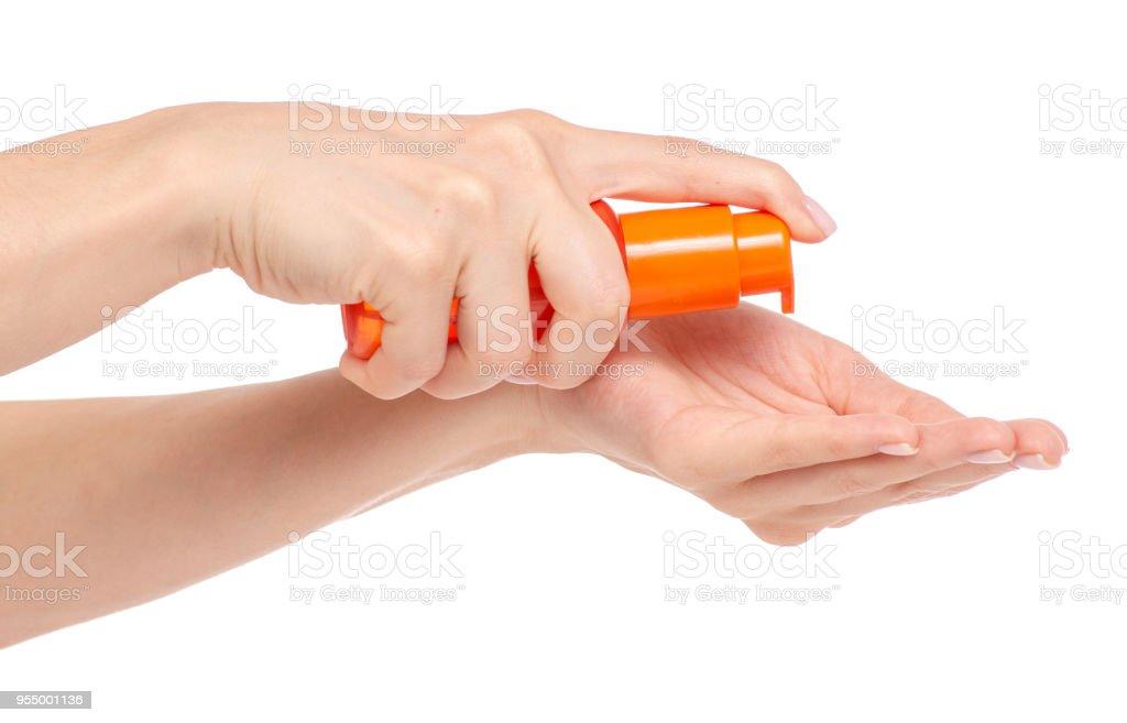 Frasco cosmético de laranja com distribuidor no corpo de mão óleo gel de cabelo - foto de acervo