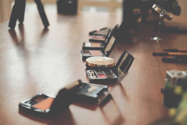 Kosmetik & Stativ für die Aufnahme von Video auf Beauty-Blogger Tisch – Foto