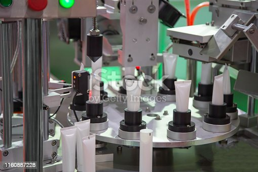 Process of automatic cosmetic tubes filling and sealing machine