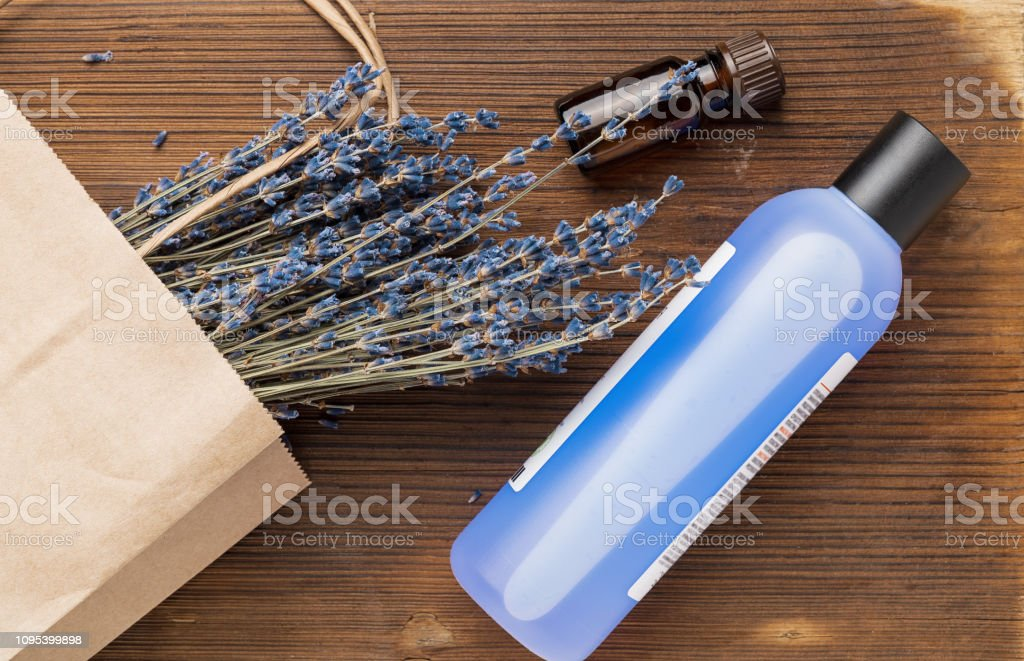 Cosmetic with lavender: Bottle with liquid and essential oil - Foto stock royalty-free di Aromaterapia