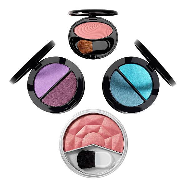 kosmetika. make-up-zubehör. - blaues augen make up stock-fotos und bilder