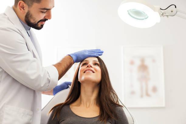 Kosmetologe-Beauty-Beratung – Foto