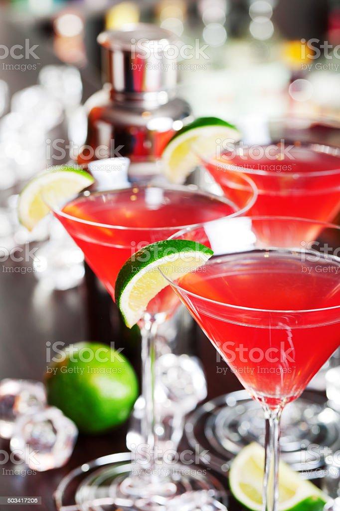 cocktails sur le bar Cosmopolitan - Photo