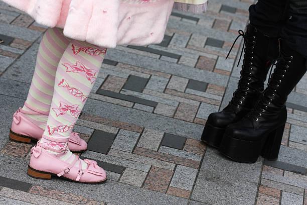 kostümspiel kontraste - tokyo cosplay stock-fotos und bilder
