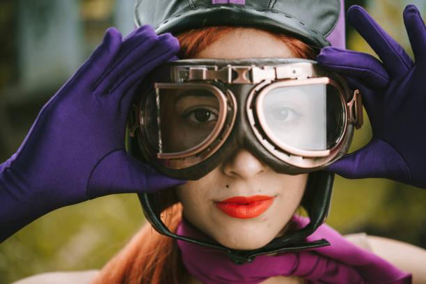 コスプレ ヴィンテージ若い女性 - コスプレ ストックフォトと画像