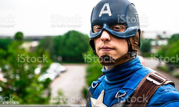 Cosplayer dressed as captain america from marvel picture id619272870?b=1&k=6&m=619272870&s=612x612&h=ps6evwa6buxzzpd2mwwdmqnc6st0netaddg8ozsua6o=
