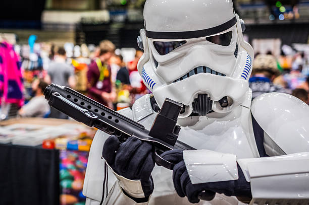 cosplayer dressed as 'stormtrooper' from 'star wars' - faschingskostüme star wars stock-fotos und bilder