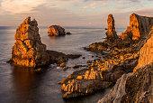 Sobreviviendo a la erosión de miles de años, provocada por el mar y