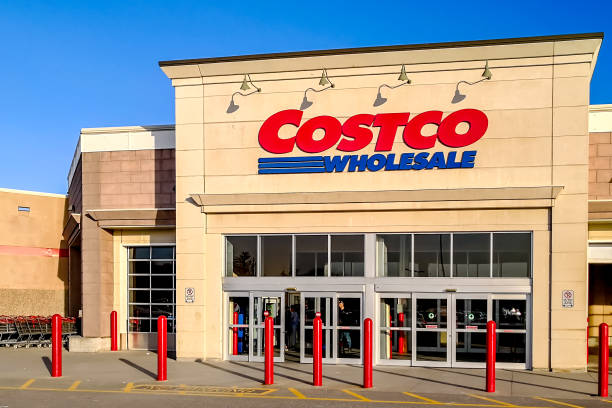 Costco store in Markham, Ontario, Canada Markham, Toronto, Canada - October 30, 2018: Costco store in Markham.  Costco is an American multinational corporation which operates a chain of membership-only warehouse clubs. costco stock pictures, royalty-free photos & images