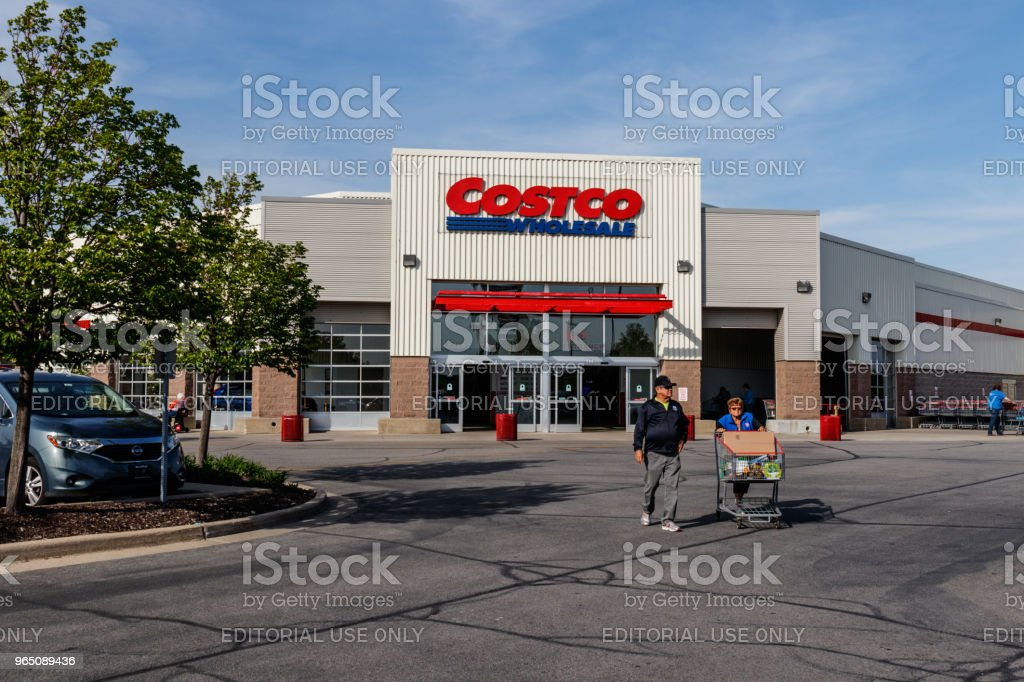 Costco Wholesale Location. Costco Wholesale is a Multi-Billion Dollar Global Retailer II zbiór zdjęć royalty-free