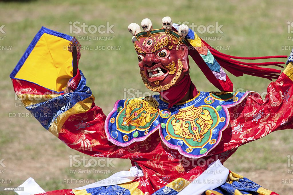 Costumed monk performs traditional dance at Festival of Wangdi. foto