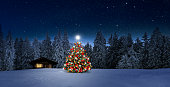 istock Cosy wooden hut with Christmas tree 1185914761