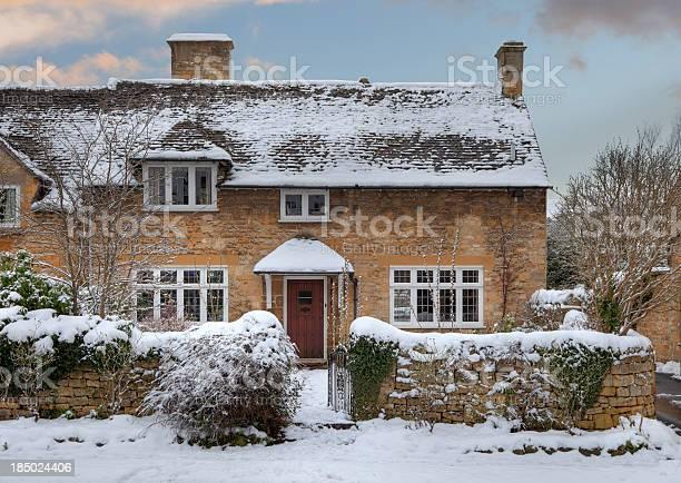 Cotswold cottage in snow picture id185024406?b=1&k=6&m=185024406&s=612x612&h=u0br87ellt4dqteedbp21i2n1urffiyk7hs1u7s0q9a=