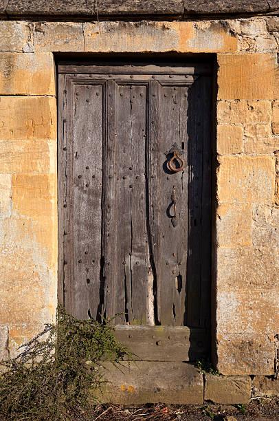 cotswold zimmer - steine für gartenmauer stock-fotos und bilder
