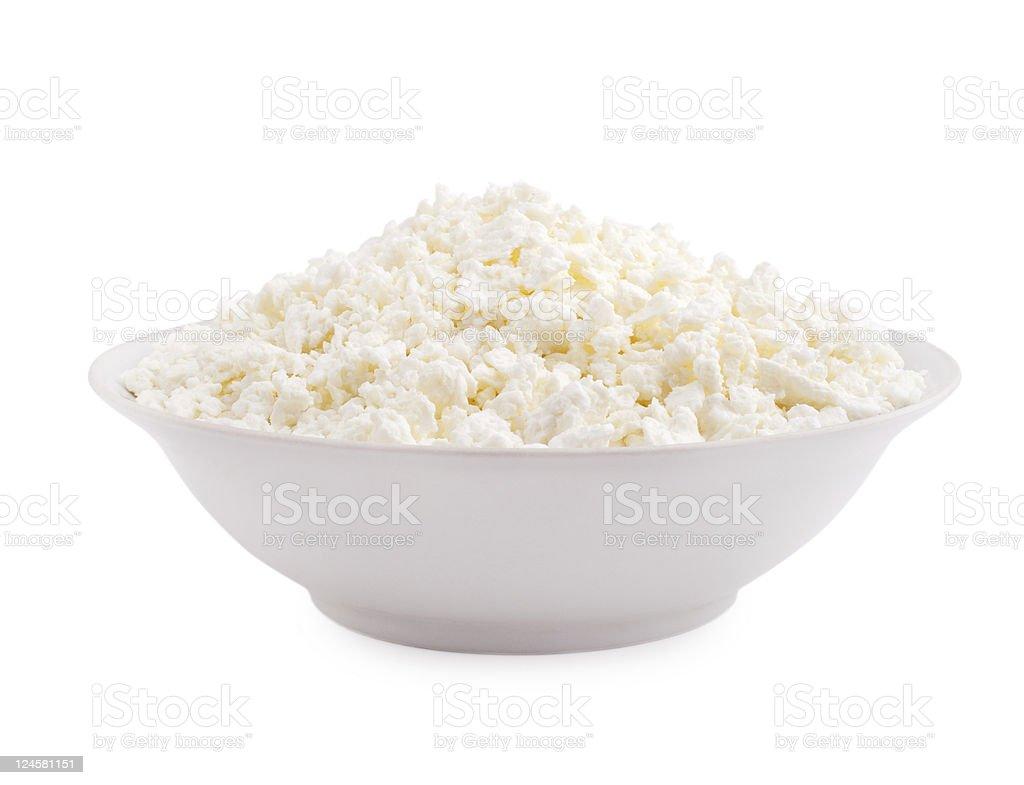 Hüttenkäse in Platte isoliert auf weißem Hintergrund – Foto