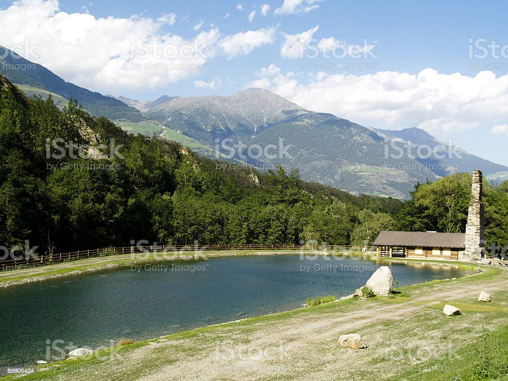 Casa no lago foto de stock royalty-free