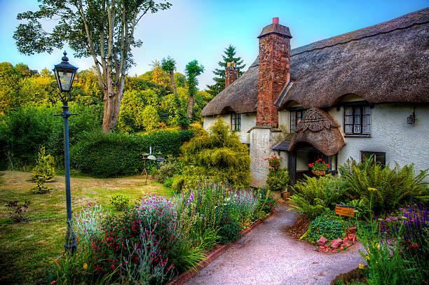 cottage - kır evi stok fotoğraflar ve resimler