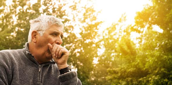 Husten Alter Mann Stockfoto und mehr Bilder von 55-59 Jahre