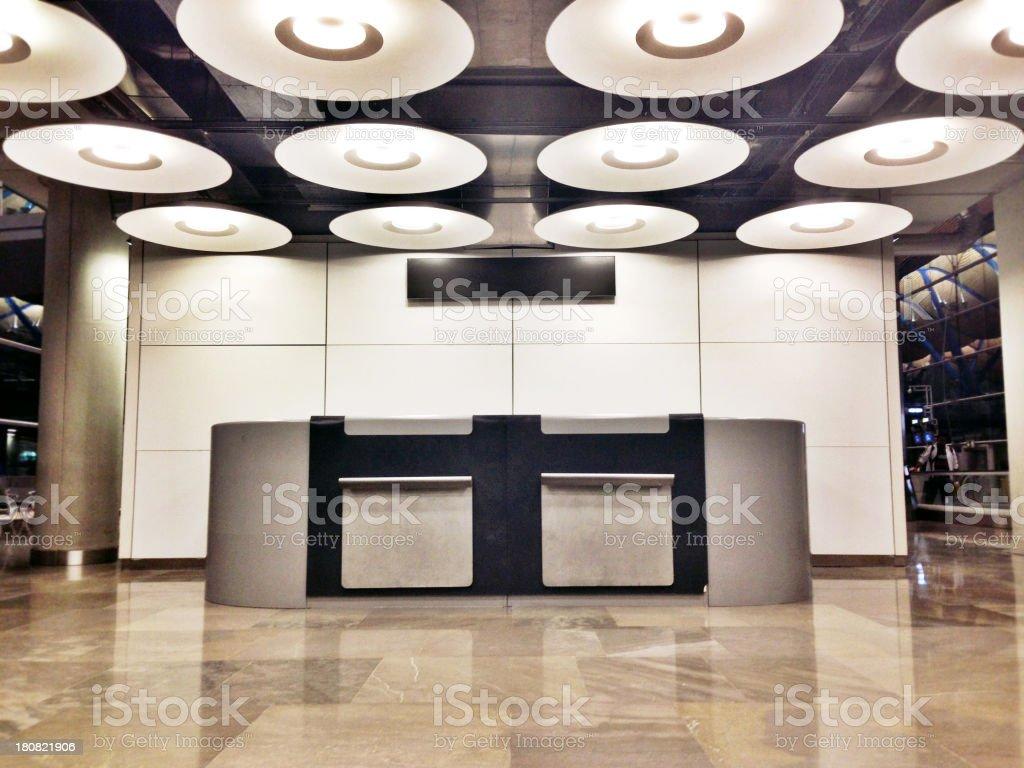 Comptoir à l'aéroport de Madrid - Photo