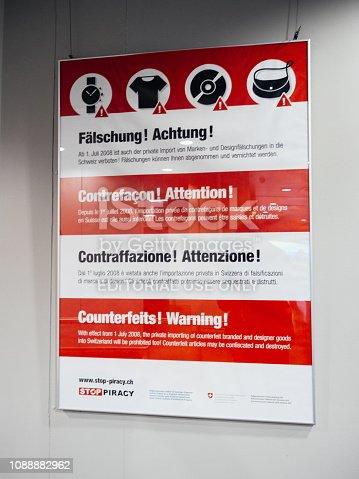 istock Counterfeits warning poste 1088882962